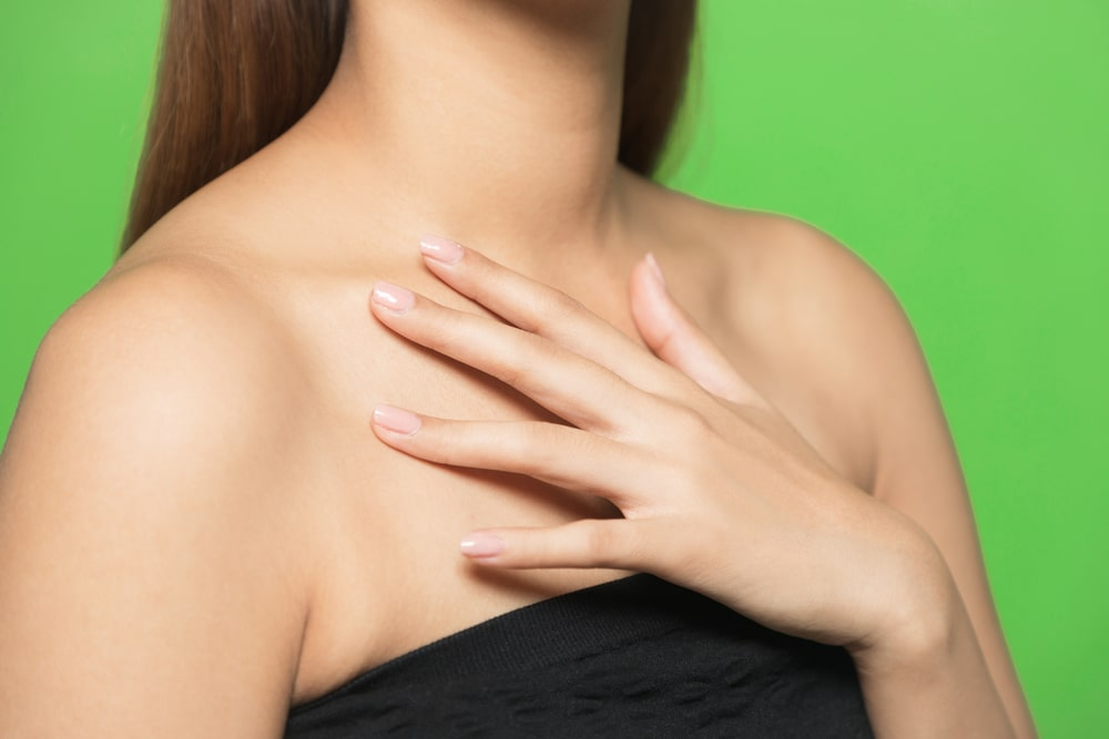 胸、デコルテ、乳輪周りの脱毛ってどうなの?口コミや効果、おすすめ脱毛サロン、クリニックとは